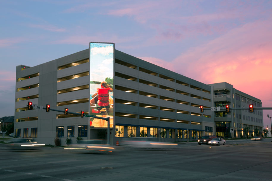 Cooks Childrens Health Care System Parking Garage, HKS Inc Dallas, Fort Worth, Texas, GKD Mediamesh