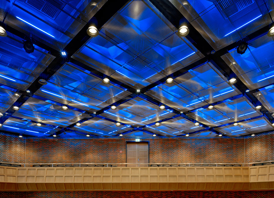 Tonhalle, Dusseldorf, Hentrich Petschnigg Partners HPP, GKD Omega 1540 Metal Mesh, Photography artur Tomas Riehle