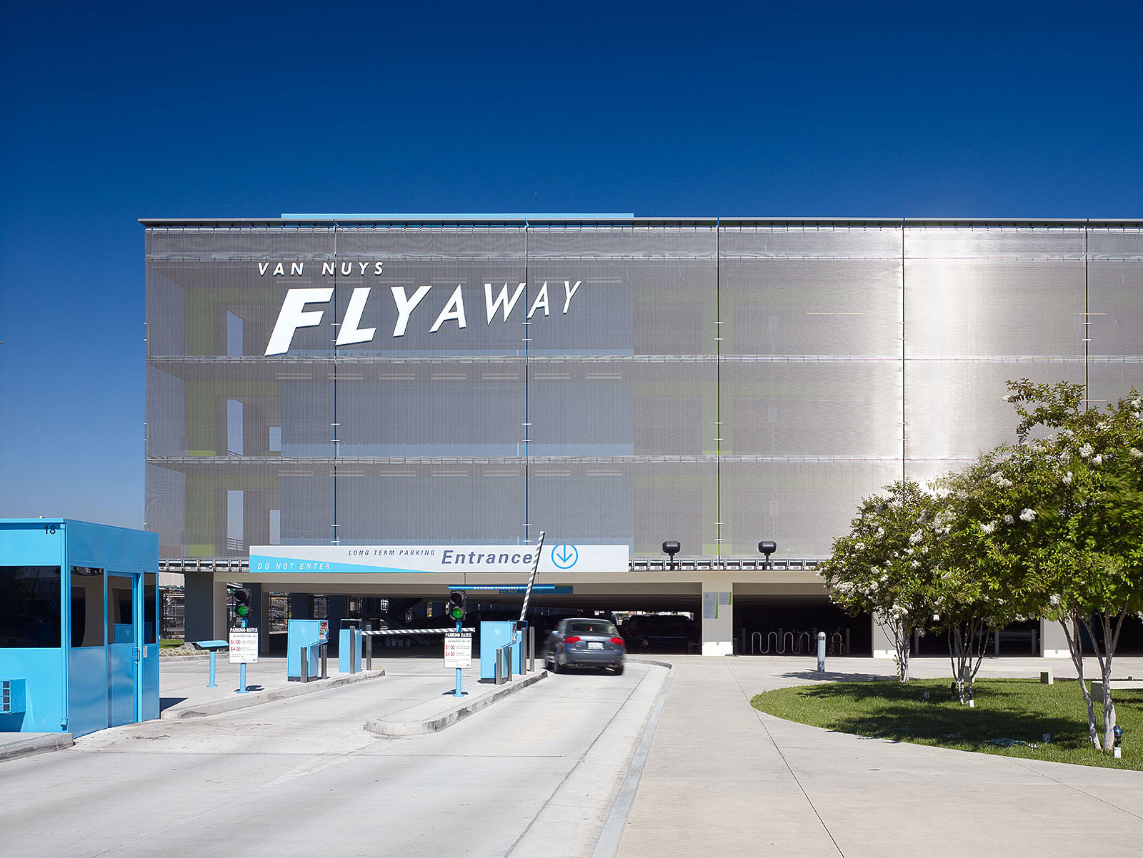 Van Nuys Flyaway Parking Garage, California, DMJM, Lago, GKD Metal Fabrics USA, Tim Griffith